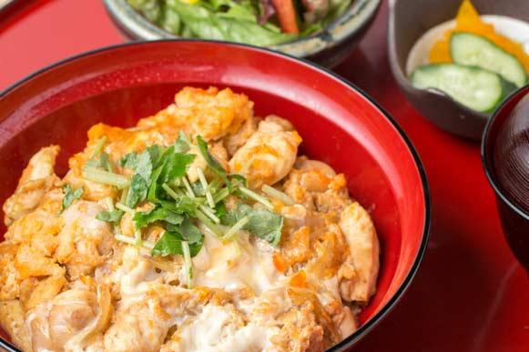 【土曜・休日ランチ】佐賀県産 みつせ鶏親子丼御膳
